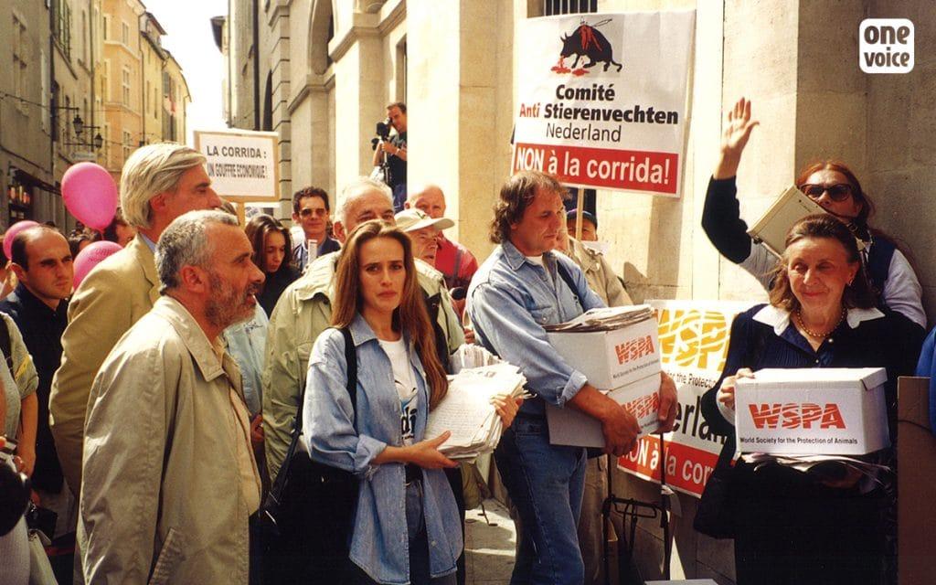 À l'occasion du congrès mondial des villes taurines, One Voice/Talis manifeste à Nîmes avec l'Alliance pour la suppression des corridas (ASACC).