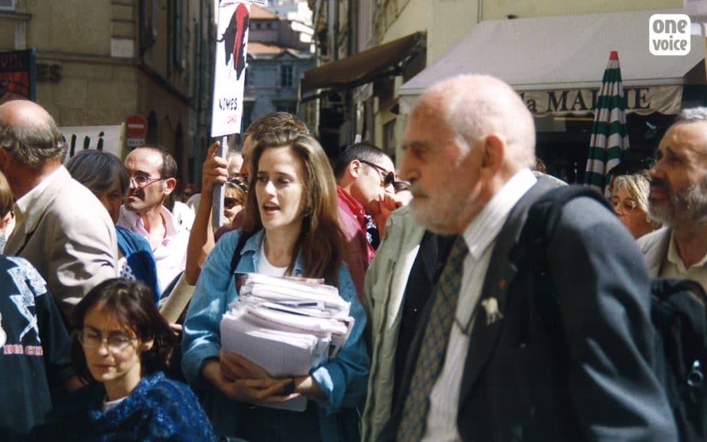 Théodore Monod, Muriel Arnal. À l'occasion du congrès mondial des villes taurines, One Voice/Talis manifeste à Nîmes avec l'Alliance pour la suppression des corridas (ASACC).